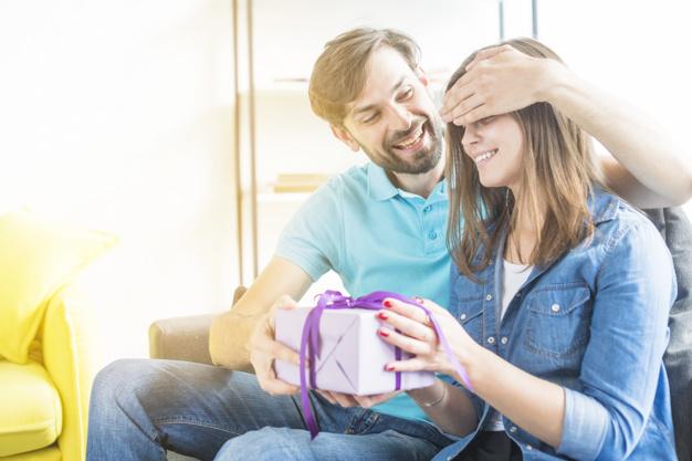 Send Wedding Anniversary Gifts Online