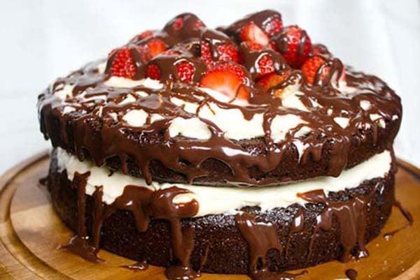 1 Kg Strawberry Chocolate Ganache Layer Cake