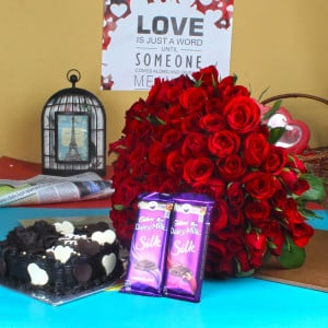 RED ROSES BOUQUET WITH CHOCOLATE CAKE AND SILK CHOCOLATE
