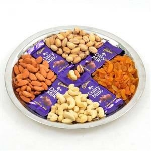DRY FRUITS AND DAIRY MILK HAMPER