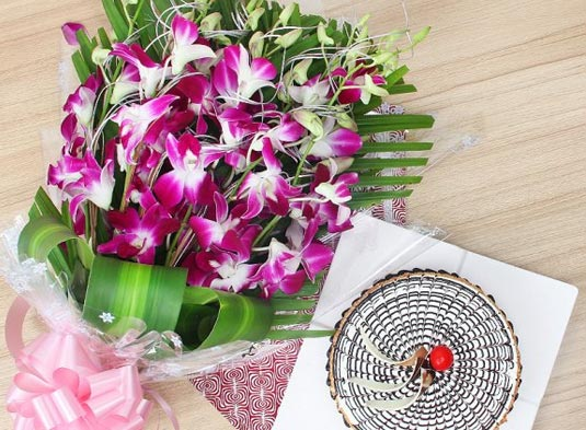 Flowers and Cake Online Delivery